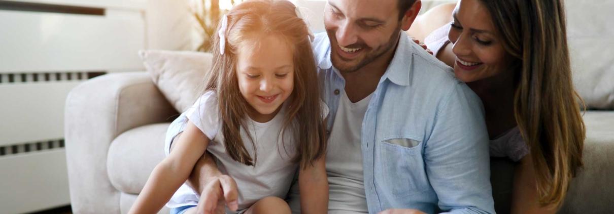 Family checkign ipad